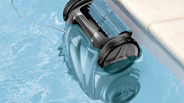 robot piscine qui nettoie les parois